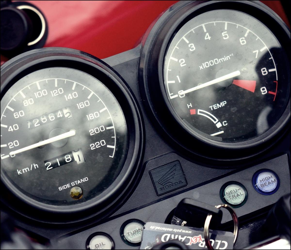 Motorrad fahren Honda NTV