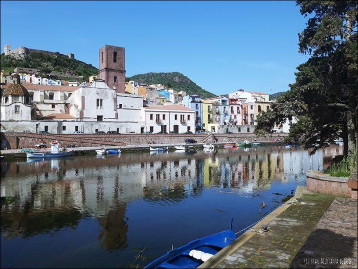 Blick auf die Altstadt Bosa Sardinien