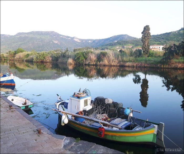 Flussufer Temo Bosa Sardinien Fischerboot